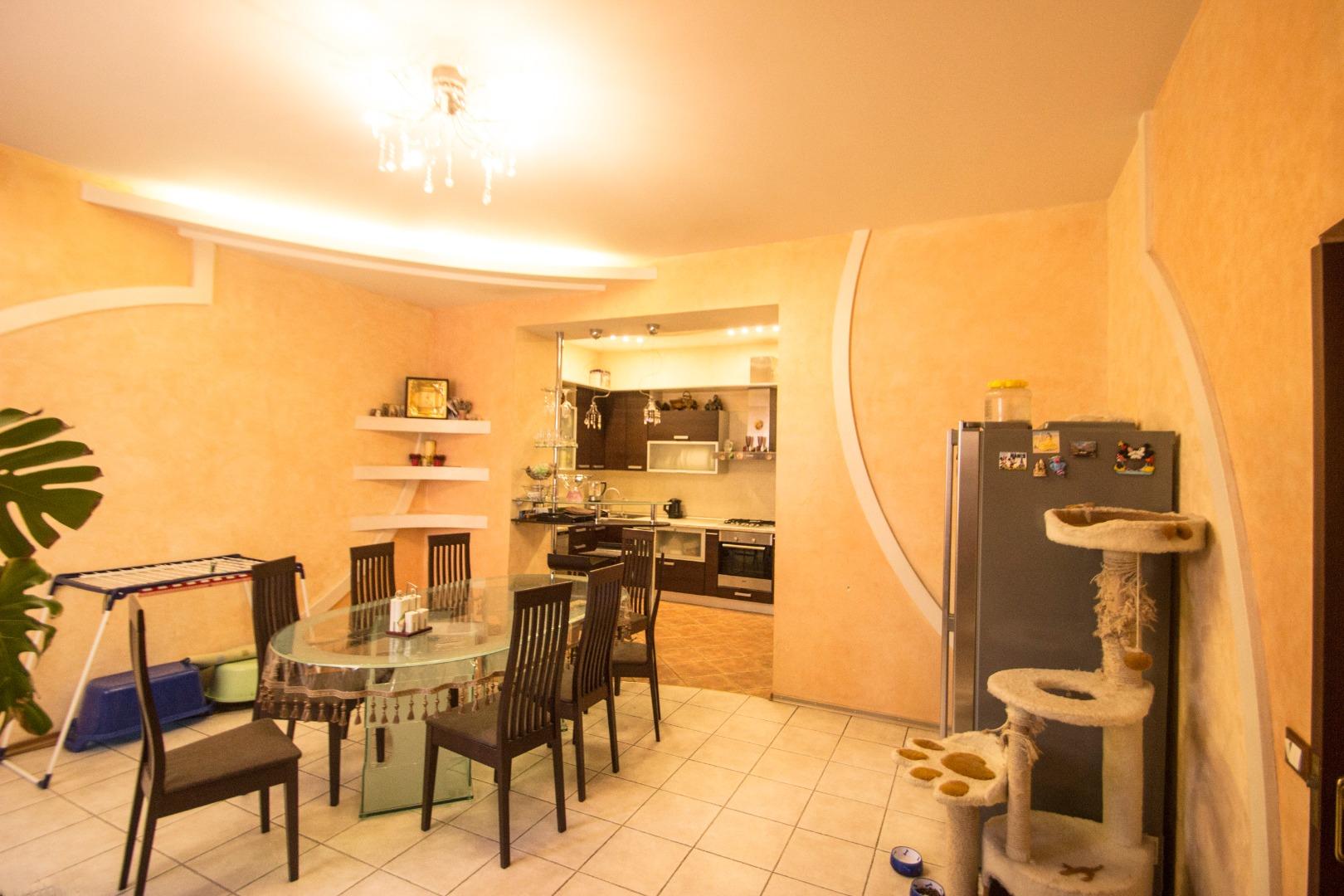 продажа многокомнатной квартиры номер A-139418 в Приморском районе, фото номер 18